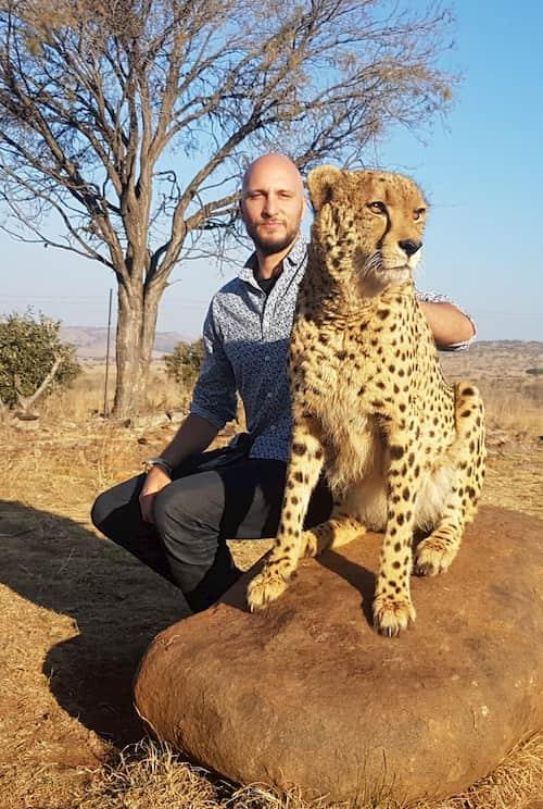 Con un guepardo en Sudafrica www.elpensador.info